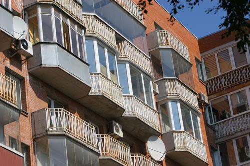 Остекление балконов профилем Rehau